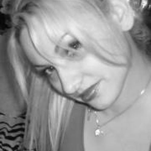 Madeleine MT's avatar