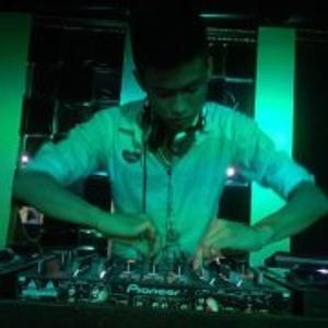 NHACVu Truong http://www.lizten.us/music/nhac-vu-truong-dj
