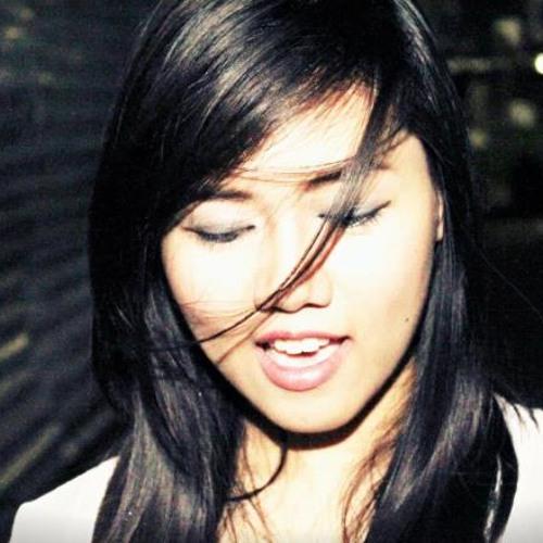 Alyza Miole's avatar