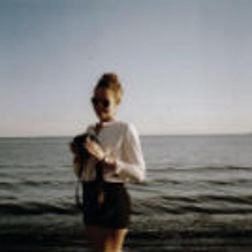 cayley macarthur's avatar
