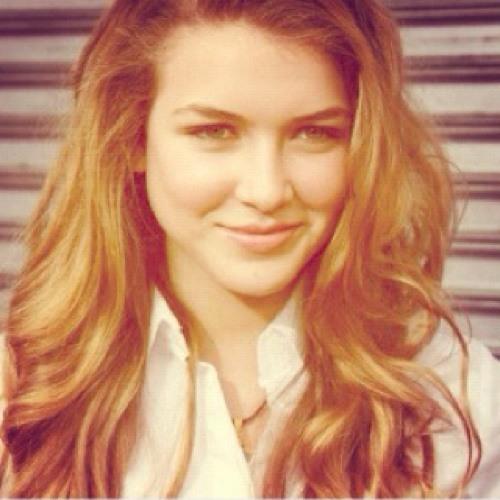 Paola Lara 1's avatar