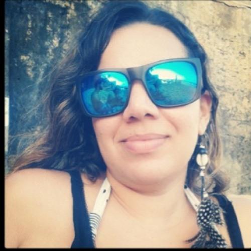 Juliane Vieira's avatar