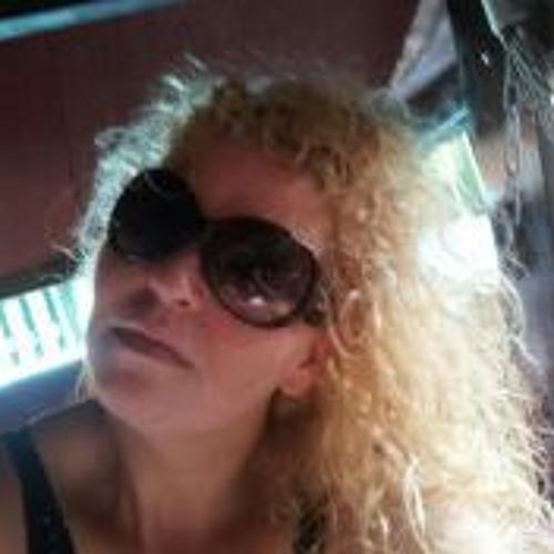 Paula Deubel's avatar
