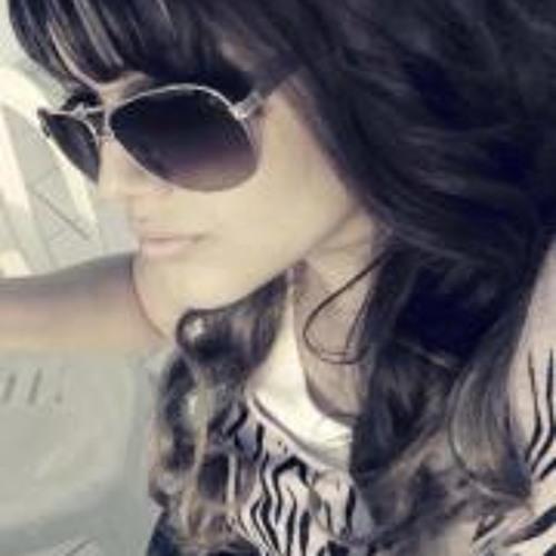 Laura Carreon's avatar