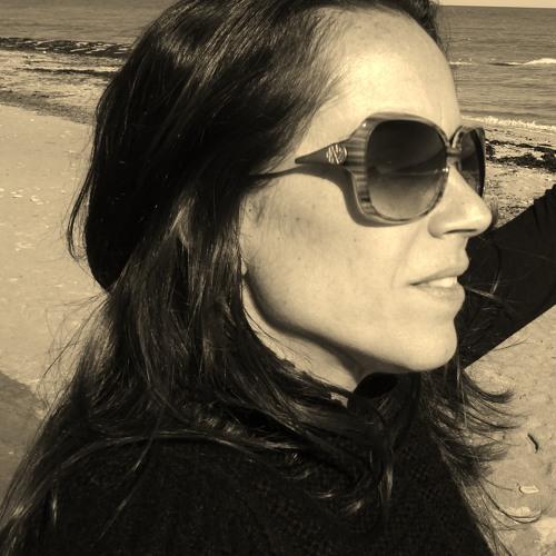 Renata Loureiro's avatar