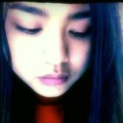 Cristal Lwin Lwin's avatar