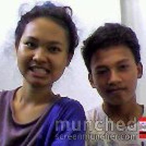 Dewi Fitri's avatar
