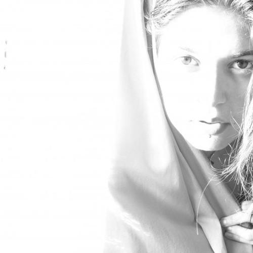 Ceren Topsakal's avatar