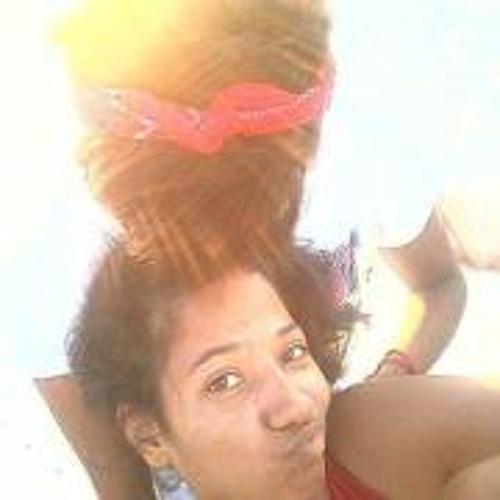 July Marcele's avatar