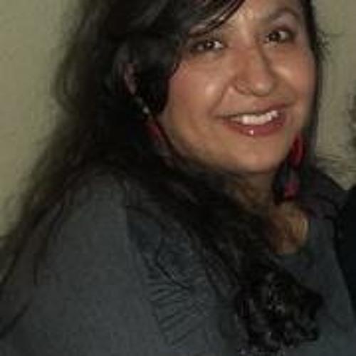 Liz lakikiri's avatar