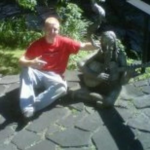 Justin Estvanik's avatar