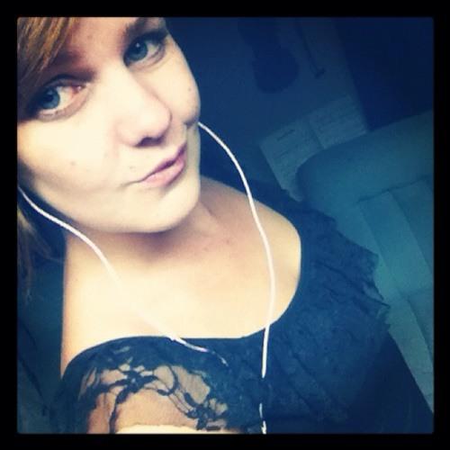 Celeste Maree <3's avatar