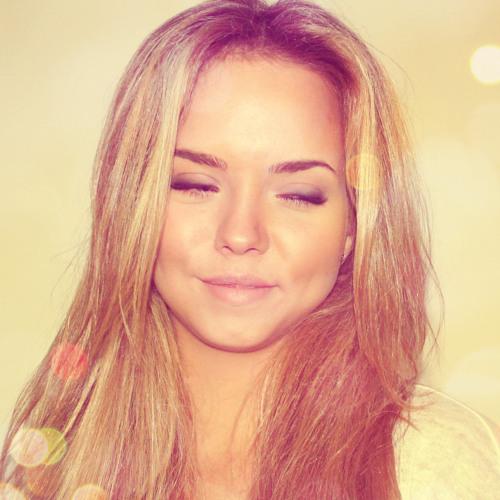 Roxanne Vde's avatar