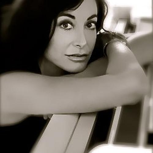 Lori Ruso's avatar