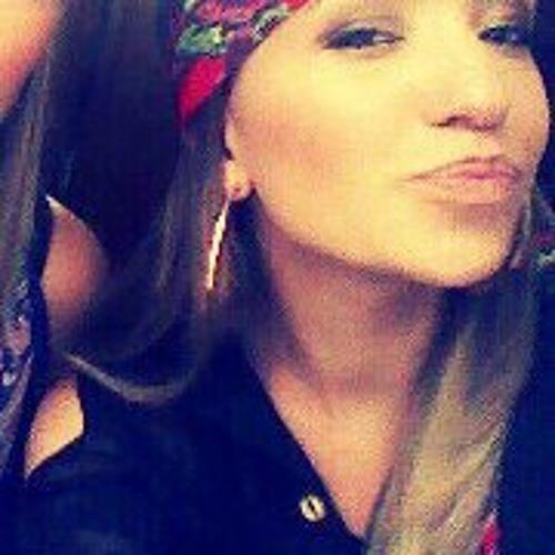 Isabella Fernandes 2's avatar