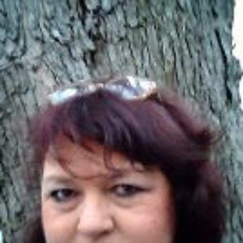 Kim Bishop 2's avatar