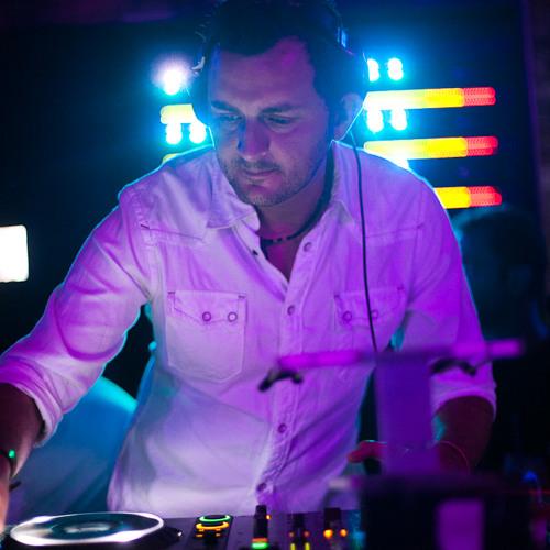 Victor Dinaire's avatar