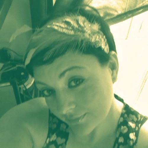 annie hellie's avatar