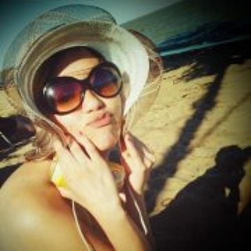 Lia Araújo's avatar