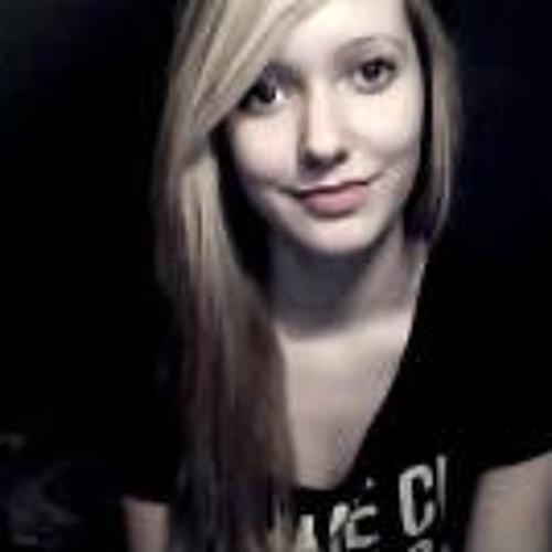 Lara Berg's avatar
