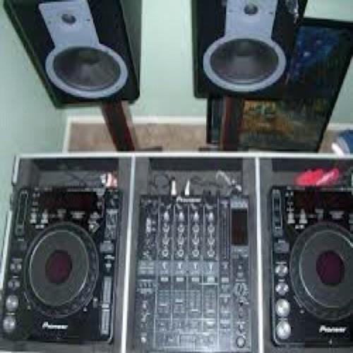 DJ stef's avatar