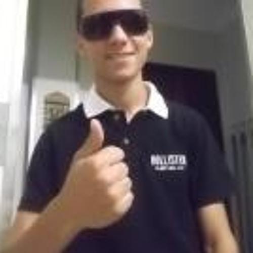Lucas Tomazi's avatar