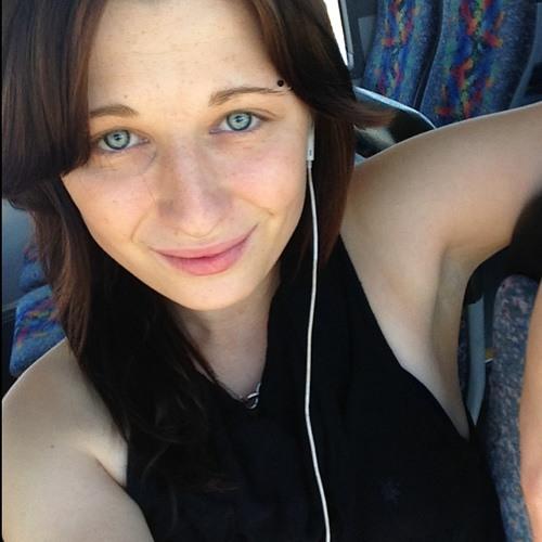 aliciaMhut<3's avatar
