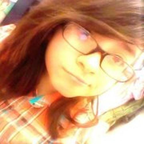 Isabella Flores's avatar