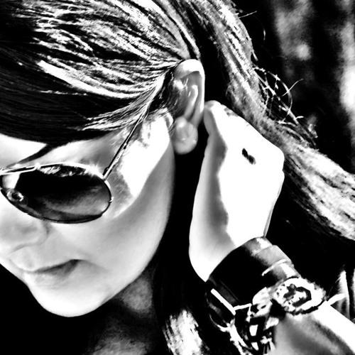 Arezu.r's avatar