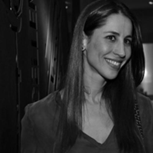 Carol Araújo's avatar