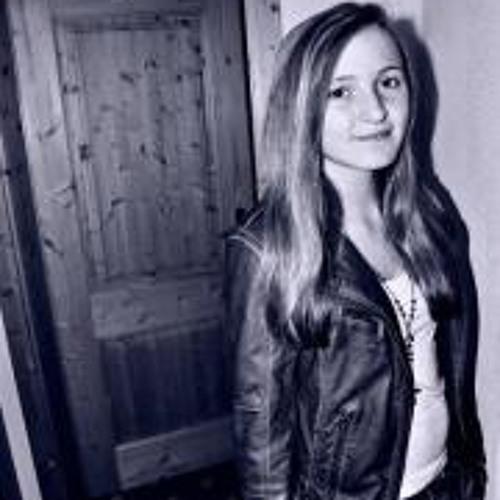 Rose Beatty's avatar