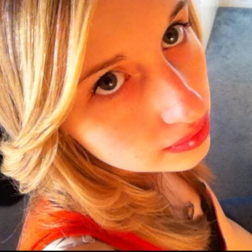 emileeluvsmusic's avatar