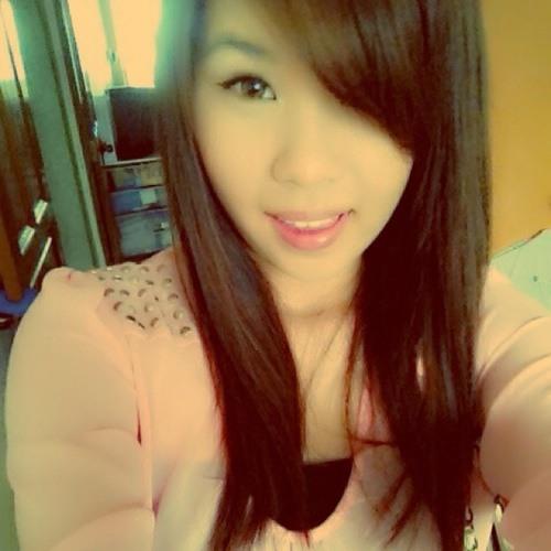 adrienne :)'s avatar