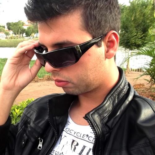 Juan Brisola's avatar