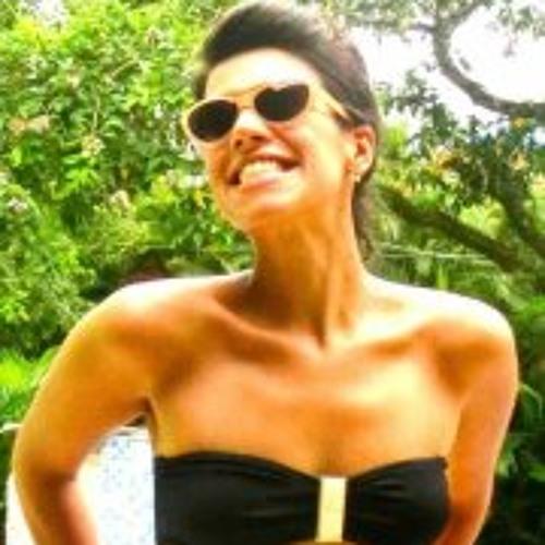 Vivian Araujo 2's avatar