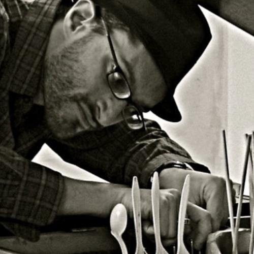 Daniel Liot Fine's avatar