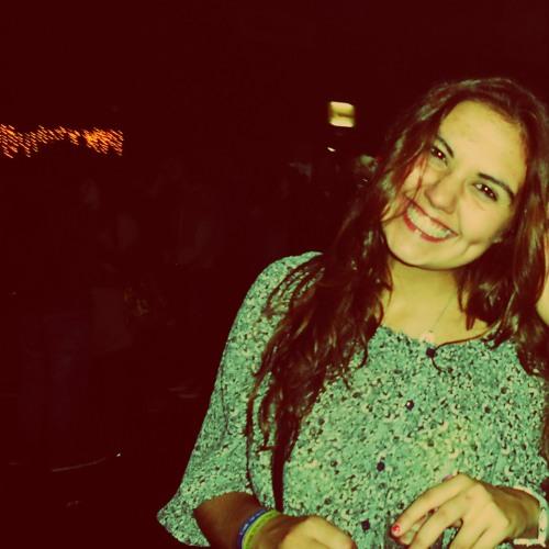 Helena Carvalho's avatar