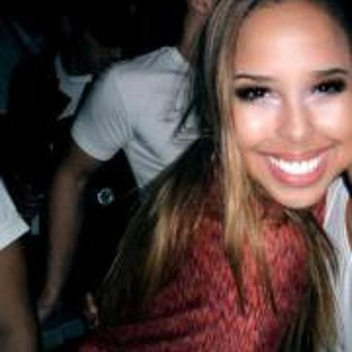Maria Camila Oliveira's avatar