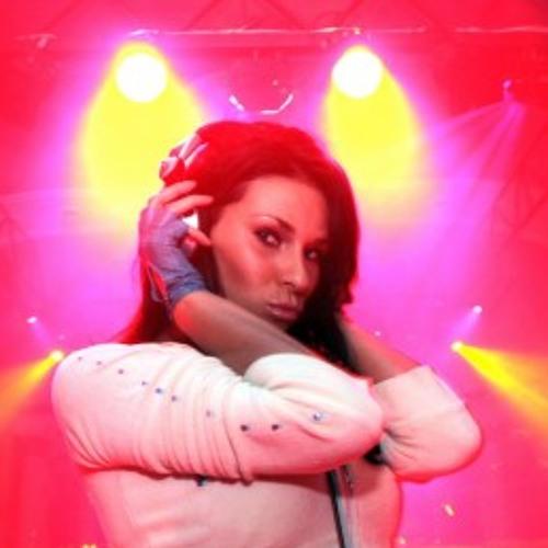 Laura Flores C's avatar