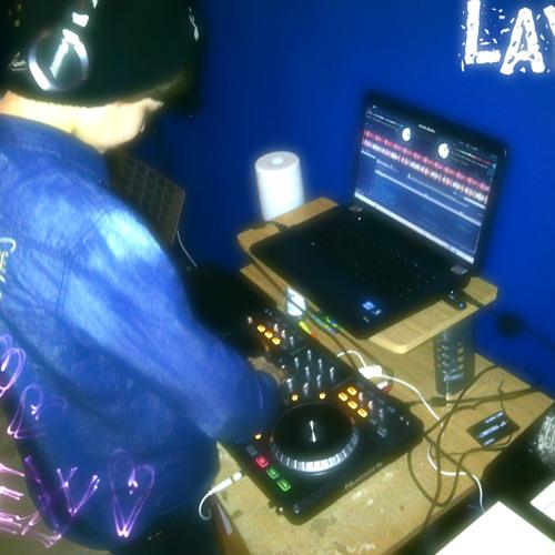 DJ LAYZI's avatar