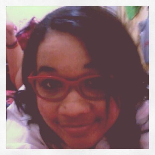Tainá Carvalho's avatar