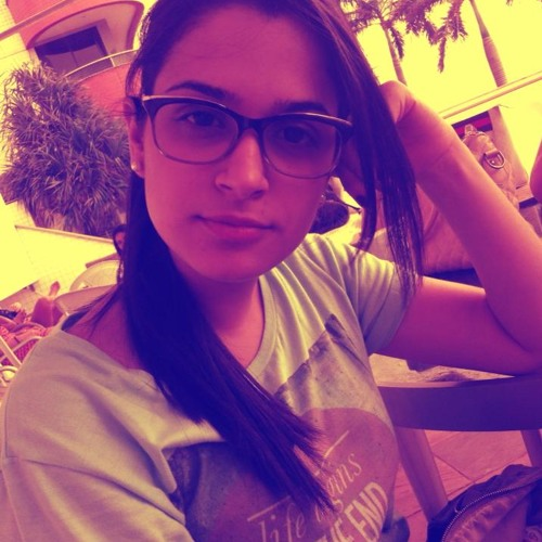 Amanda Arrais's avatar