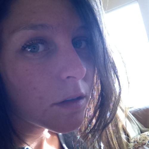 Cecily Lew's avatar