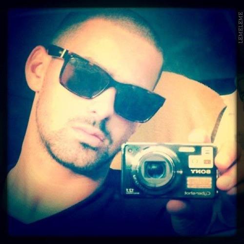 Antonio R Santos's avatar