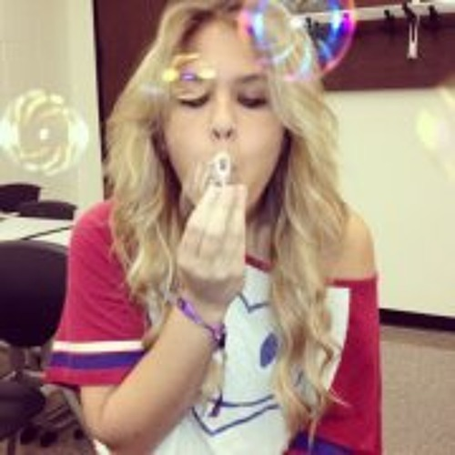 Nina Gabriela Romeo's avatar