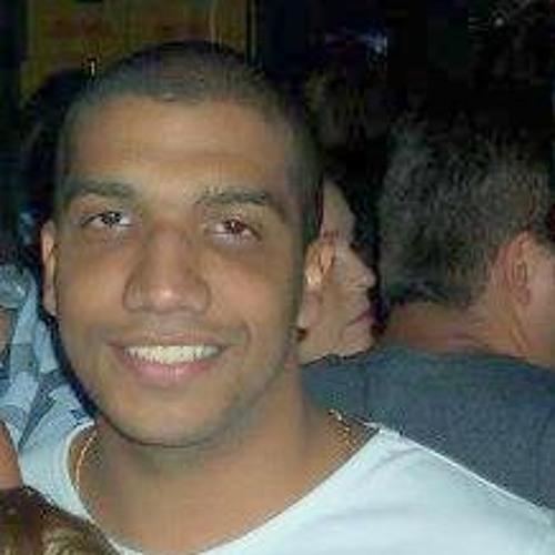 Victor Almeida 20's avatar