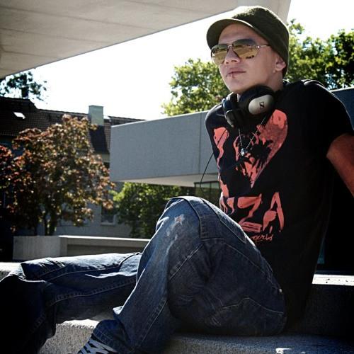 Seb J. Warhol's avatar