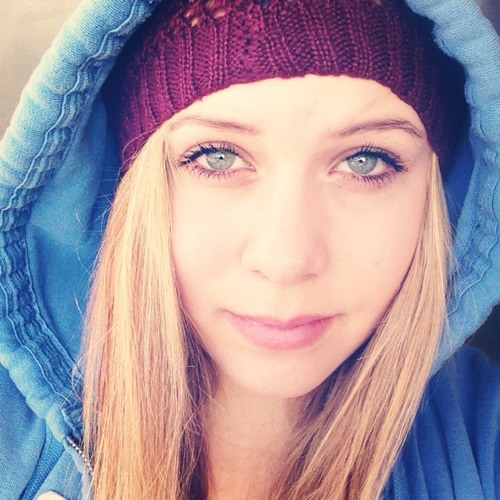 Laura rak's avatar