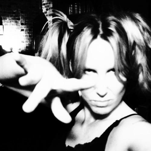 Jennialine's avatar