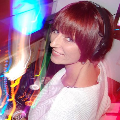 Carina Faye's avatar